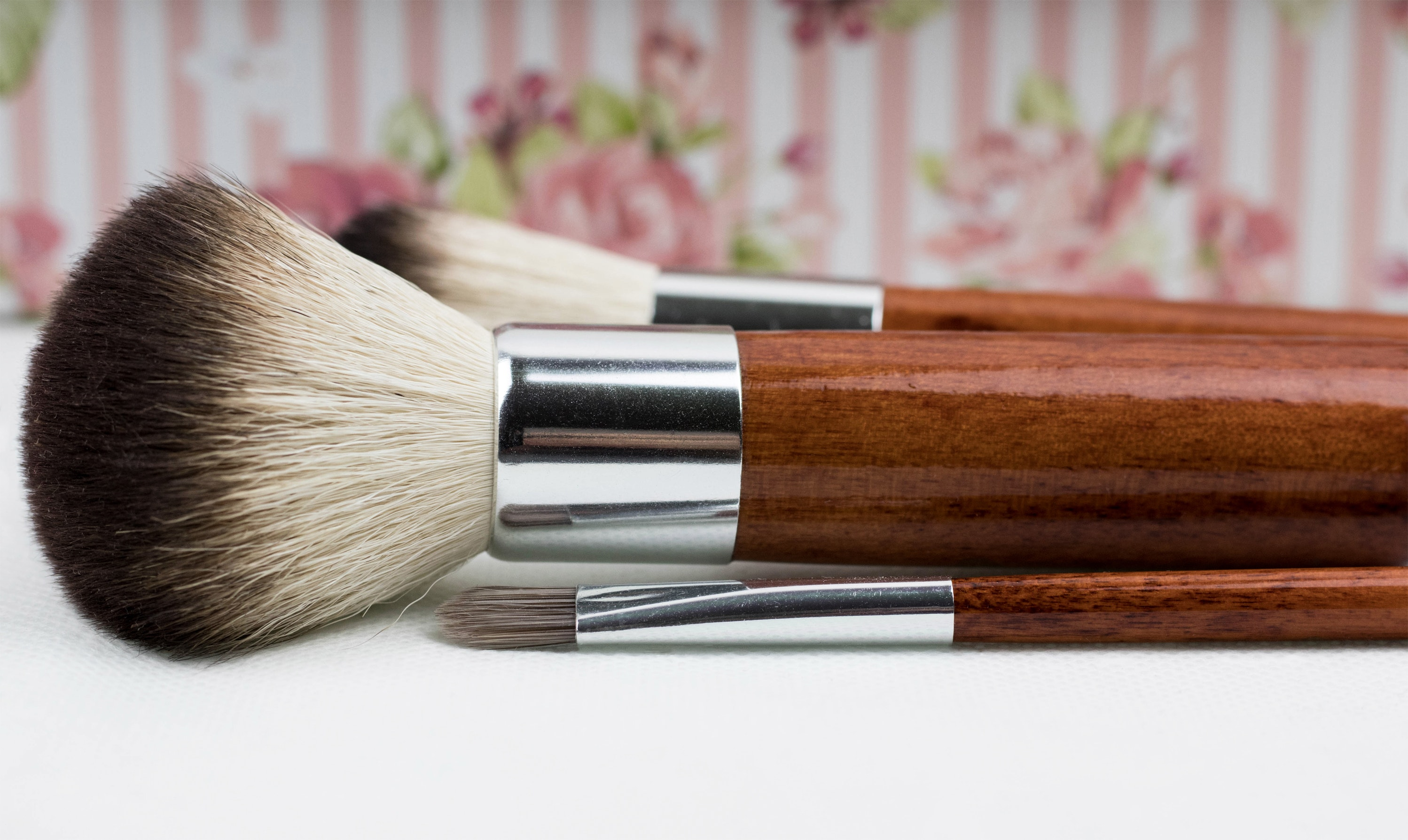 brush-close-up-color-211342